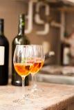 Vidrios de vino rosado Fotos de archivo libres de regalías
