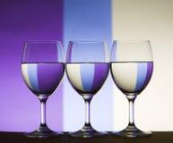Vidrios de vino triples de la refracción Fotografía de archivo