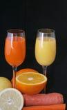 Vidrios de zumo de fruta Fotos de archivo