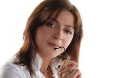 Vidrios del asimiento de la mujer de negocios Fotos de archivo