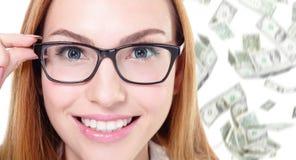Vidrios del ojo del tacto de la mujer de negocios con el dinero Imagenes de archivo