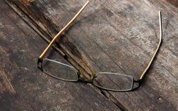 Vidrios del ojo en el fondo de madera Fotos de archivo libres de regalías