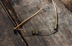 Vidrios del ojo en el fondo de madera Imagenes de archivo