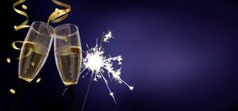 Vidrios del tintineo - ` s Eve/celebración del Año Nuevo Fotos de archivo libres de regalías