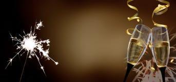 Vidrios del tintineo - ` s Eve/celebración del Año Nuevo Imagen de archivo libre de regalías