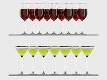 Vidrios del vino rojo y de Martini en el estante Foto de archivo libre de regalías