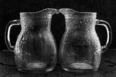 Vidrios en descensos del agua Foto de archivo libre de regalías