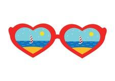 Vidrios en la forma de corazones con la reflexión de la playa Imagenes de archivo