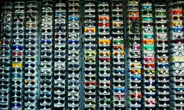 Vidrios en la tienda fotos de archivo