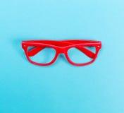 Vidrios en un fondo azul Imagen de archivo