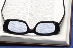 Vidrios en un libro Imagen de archivo