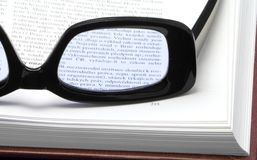 Vidrios en un libro Fotografía de archivo