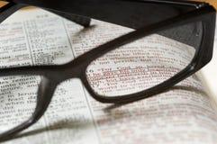 Vidrios en una biblia Imágenes de archivo libres de regalías