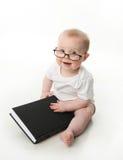 Vidrios que desgastan de la lectura del bebé Imagen de archivo