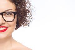 Vidrios que desgastan de la mujer atractiva joven Fotografía de archivo libre de regalías
