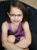 Vidrios que desgastan de la niña linda Fotografía de archivo