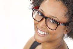 Vidrios que llevan de la muchacha afroamericana de la raza mixta Imagen de archivo libre de regalías