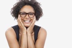 Vidrios que llevan de la muchacha afroamericana de la raza mixta Foto de archivo
