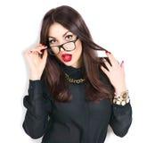 Vidrios que llevan de moda de la belleza de la muchacha atractiva del modelo Fotos de archivo libres de regalías