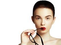 Vidrios que llevan de moda de la belleza de la muchacha atractiva del modelo Imagen de archivo libre de regalías