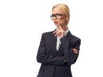Vidrios que llevan rubios atractivos de la mujer de negocios fotografía de archivo