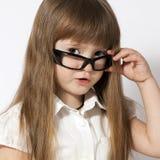 Vidrios waering de la niña del retrato Foto de archivo libre de regalías