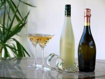 Vidrios y botellas Imágenes de archivo libres de regalías