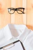 Vidrios y camisa, accesorios del negocio Imagenes de archivo