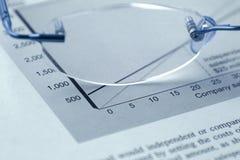 Vidrios y el presupuesto Imagen de archivo libre de regalías