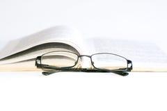Vidrios y libro Fotografía de archivo libre de regalías