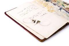 Vidrios y libro de textos viejos Fotografía de archivo libre de regalías