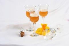 Vidrios y lirio de vino Imagen de archivo libre de regalías