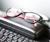 Vidrios y ordenador portátil hermosos del ojo Imagen de archivo libre de regalías