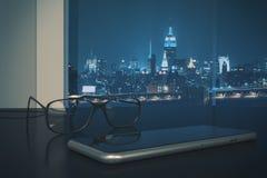 Vidrios y primer del smartphone ilustración del vector