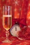 Vidro com champanhe pelo ano novo Fotos de Stock Royalty Free