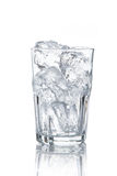 Vidro com cubos de gelo Fotografia de Stock Royalty Free