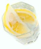 Vidro com fatias da água e do limão de soda Imagem de Stock Royalty Free