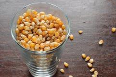 Vidro com feijão do milho Foto de Stock