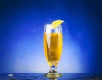 Vidro com líquido amarelo Foto de Stock Royalty Free