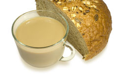 Vidro com leite e pão Fotos de Stock Royalty Free