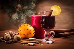 Vidro com vinho mulled Imagens de Stock Royalty Free