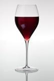 Vidro com vinho vermelho imagem de stock