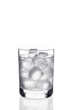 Vidro da água com cubos de gelo Fotografia de Stock Royalty Free