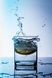 Vidro da água do limão Imagens de Stock Royalty Free