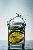 Vidro da água do limão Fotos de Stock Royalty Free