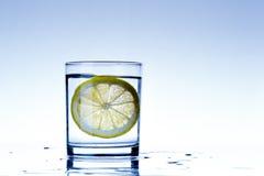 Vidro da água do limão Imagem de Stock Royalty Free