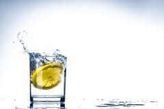 Vidro da água do limão Fotografia de Stock Royalty Free