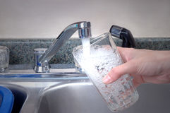 Vidro da água fresca imagem de stock royalty free