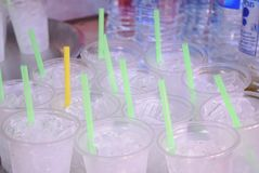 Vidro da água pura com gelo imagem de stock royalty free