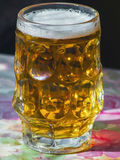 Vidro da cerveja fresca em uma tabela Fotografia de Stock